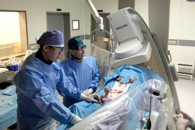 V Kardiologickém centru AGEL Pardubice zprůchodňují dlouhodobě uzavřené srdeční tepny. Výkony se sem přijíždějí učit lékaři ze světa